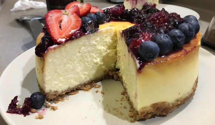 Cheesecake cu afine – Un desert ce dă pe spate toți musafirii. Pentru zilele cu adevărat speciale. Iată cum se prepară
